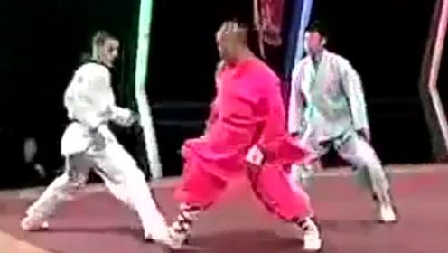 世界上最厉害的格斗术,韩国跆拳道对抗中国武僧,根本无法近身