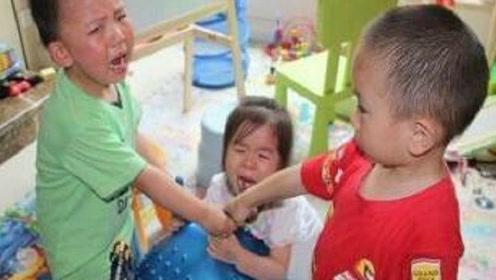 4岁女童戳瞎同学眼睛,竟因这件事,太令人心痛了,到底发生了啥?