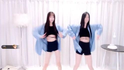 俩妹子家中上演清纯舞蹈