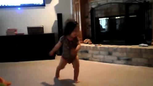 超搞笑宝宝听周杰伦的歌跳舞,这姿势这动作堪称完美!