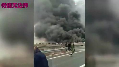 突发!德商高速公路一油罐车突然爆炸起火,致多车相撞燃烧