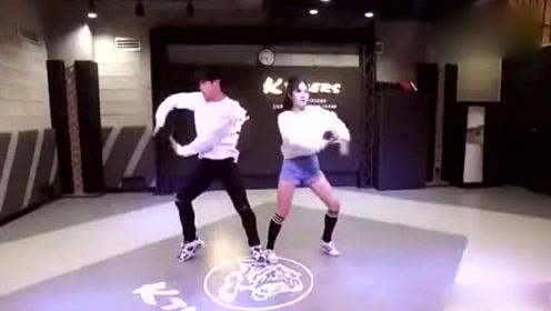 原来跆拳道融入到街舞中,这么酷,是不是能抓住你的眼球呢?