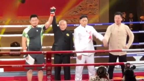 格斗狂人复出狂揍咏春拳师 3分钟击倒5次竟是平局