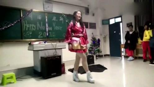 文艺委员班会上跳极乐净土,跳得太好了,同学沸腾了,真太厉害了!