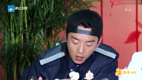 鹿晗跟着邓超吃饺子!抓拍邓超偷吃时的样子!