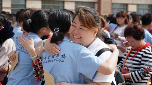 郑州市宇华实验学校西校区2018初二年级成人礼,5分钟感受震撼全程