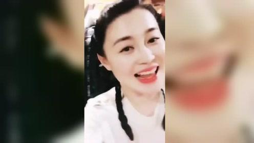 宋晓峰与本山传媒第一美女搭档唱歌,郎才女貌!