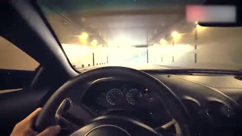 兰博基尼过隧道时被超车,车主马上暴躁起来!