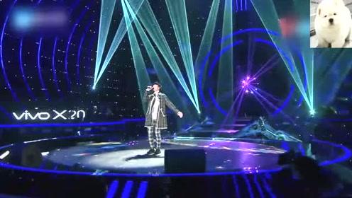 林俊杰现场首唱新歌小瓶子,完美诠释何为行走的CD