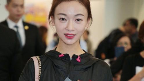 """吴谨言抵港获追捧 再谈""""耍大牌"""":很好的成长"""