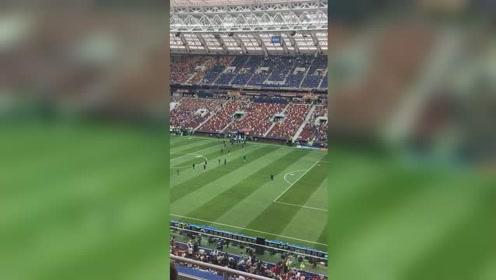 2018世界杯决赛即将开始,法国队入场热身