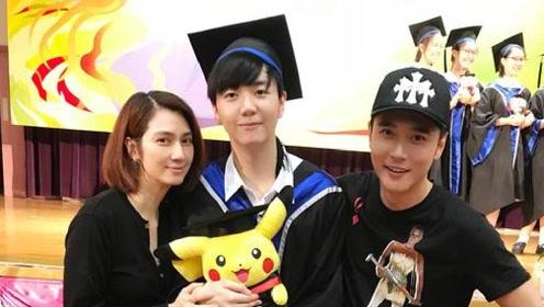 张丹峰洪欣相差10岁却依然爱的甜蜜,与儿子合照被赞像极姐弟