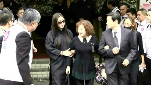 王祖贤网上晒美照:长发披肩,颜值重回巅峰