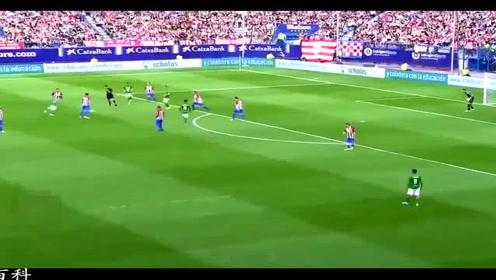 大写的佩服 足球场上难得一见的精彩传球