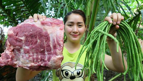 柬埔寨女子做美食,弄来猪排和长豆角,看看她是什么吃法?