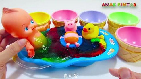 哇!好神奇!宝宝的浴池里有好多有意思的呀!