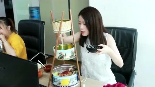 办公室小野:曲奇盒子不要丢 巧做部队火锅