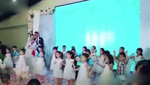 幼儿园小朋友参加老师婚礼并齐跳萌舞,实在太可爱了!
