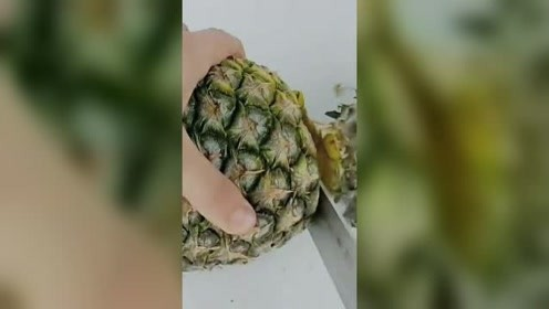 新鲜的菠萝水!这样做超级好喝