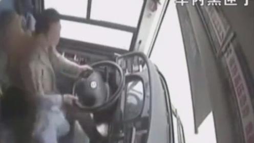 监控视频曝光!重庆公交车坠江前的最后5秒钟