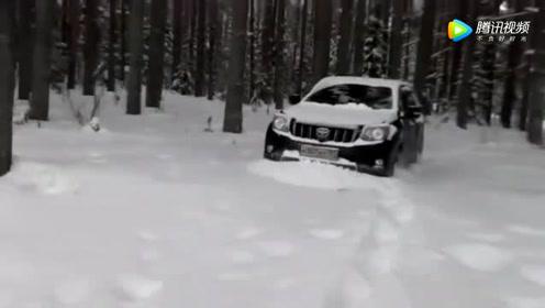 """小伙刚买了一辆丰田霸道,下了雪地才明白啥叫""""有路必有丰田车"""""""