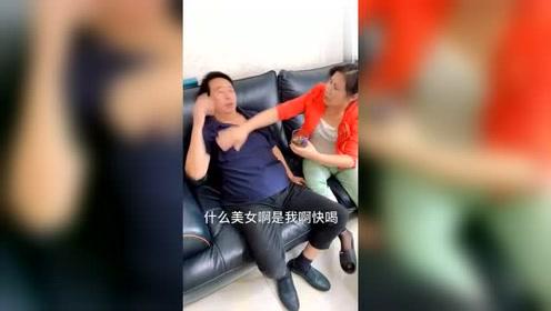 老爸喝醉酒躺沙发上,老妈喂醒酒汤都不喝,儿子一句话让老爸喝下