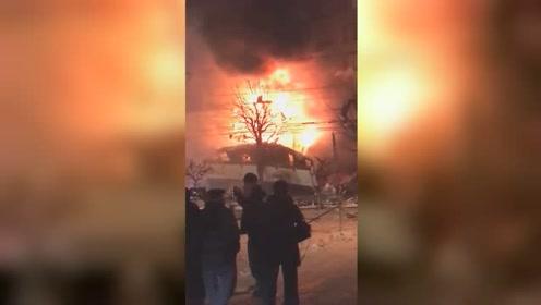 日本一餐馆发生爆炸 建筑物倒塌