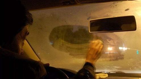 车窗起雾了,到底开暖风还是冷风?这次搞明白,以后别再做错了