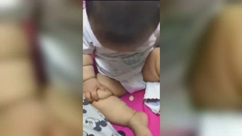 宝宝:我的腿上怎么可以有这么多的肉啊,可咋出门啊,没谁了!