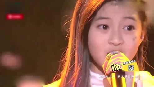 13岁泰国小女孩胆子太大了,现场挑战邓紫棋的歌,Rap一出太惊艳!