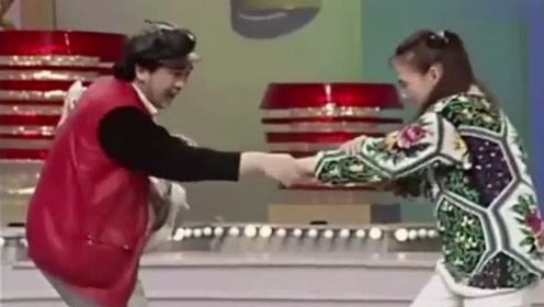 黄宏和宋丹丹的手粘在一起,宋丹丹恐慌对她不轨竟这样警告他!