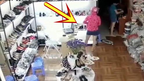小女儿独自在店内玩耍,妇女来买鞋,罪恶画面被监控拍下