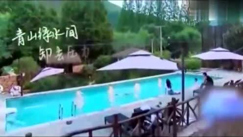 王源玩水,现场还秀起了大长腿,网友:刚哥儿去哪了?