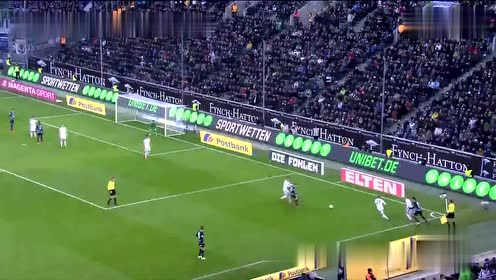 第74分钟门兴格拉德巴赫球员诺伊豪斯抢断成功