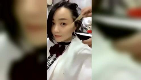 妹子去理发店做了个最流行的剪发,发际线最好看了!