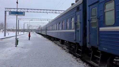 世界铁路:适用于交流25千伏电压的ChS4型电力机车,你见过吗?