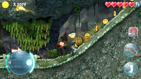 熊出没 光头强推着两个大木桶登上山,结果被小怪兽看见了