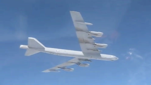 美战略轰炸机疑挂弹闯俄边境 俄战机升空拦截对峙
