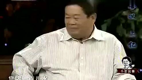 崔永元采访现场多任性,竟然直接给玻璃大王喝酒!