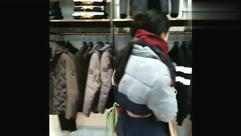 农村小媳妇进城买衣服招白眼,服务员的态度令人气愤,太过分了!