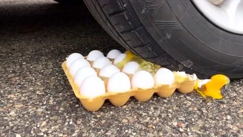 趣味视频:汽车从一板鸡蛋上压过,结果尴尬了