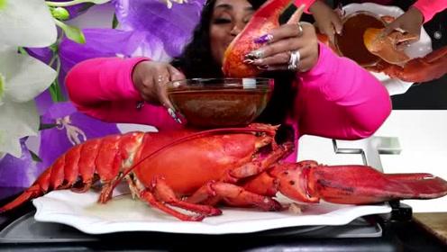 吃蟹阿姨真的是个土豪,这次吃播的龙虾看起来十几斤