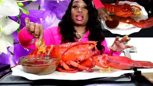 吃蟹阿姨找来13斤的大龙虾,一口接一口的吃根本停不下来
