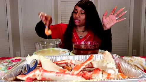 吃蟹阿姨吃超多的蟹腿,真的是太土豪的了