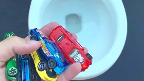 熊孩子把玩具小汽车丢入粉坐便器里,按冲水键后会卡住吗