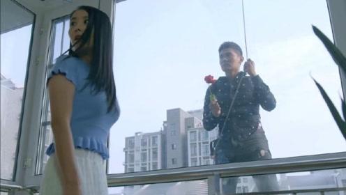 为给女友过生日,小伙送玫瑰花的方式都这么特别,太浪漫了!