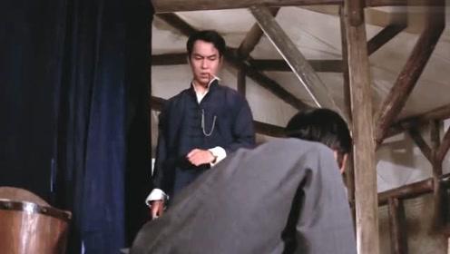 西洋壮汉自称无敌手,一连击败2位对手,看功夫小哥怎样教训他
