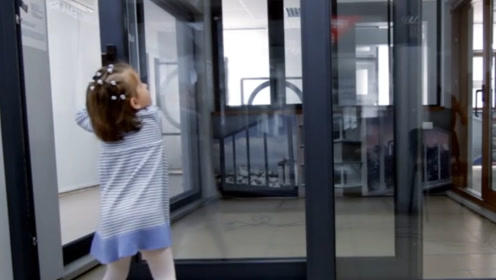 阳台装修用有框玻璃还是无框玻璃好?多亏老师傅透露,才没有被坑