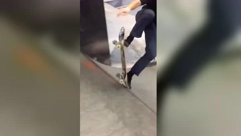 美女挑战滑板极限运动,没有随随便便的成功