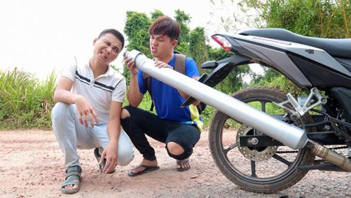 小伙被分手兄弟支招,踏板车装朝天霸排气管,这音浪不信撩不到妹!